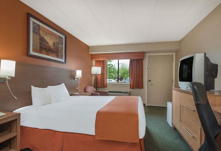 Days Inn by Wyndham Columbus Fairgrounds, Columbus, Standard Room, 1 King Bed, Guest Room