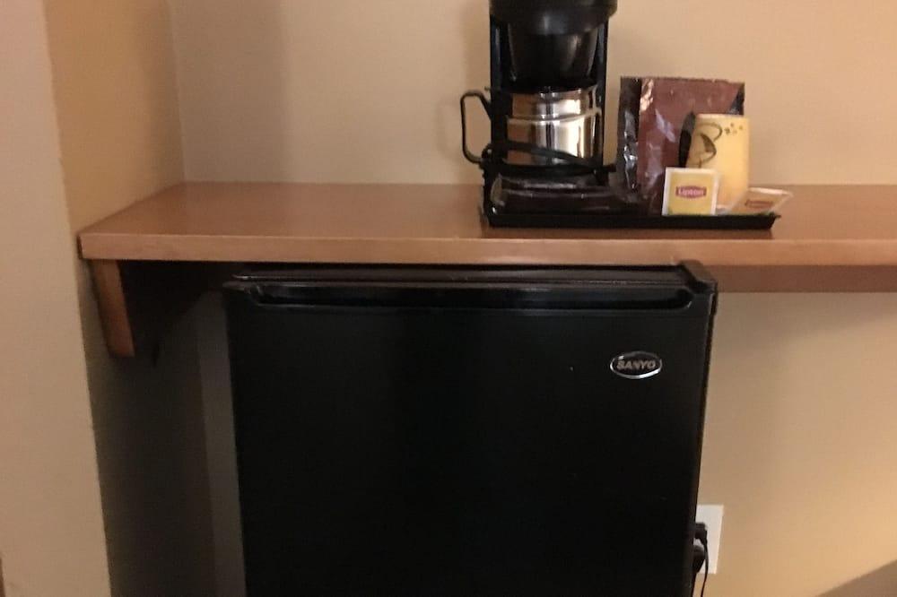 デラックス ルーム クイーンベッド 2 台 冷蔵庫 - 小型冷蔵庫