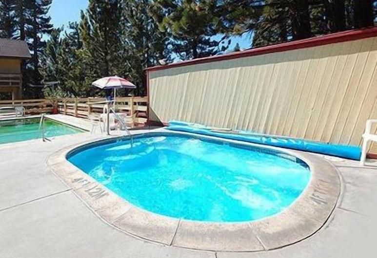 Rodeway Inn Wildwood Inn, Mammoth Lakes, Vanjska masažna kada