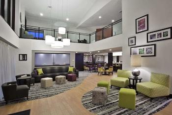 Picture of La Quinta Inn & Suites by Wyndham Detroit Metro Airport in Romulus