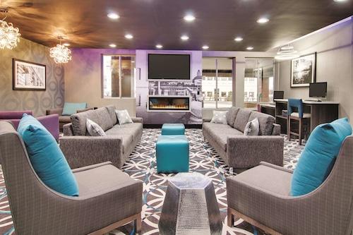 克里夫蘭機場西溫德姆拉昆塔套房飯店/