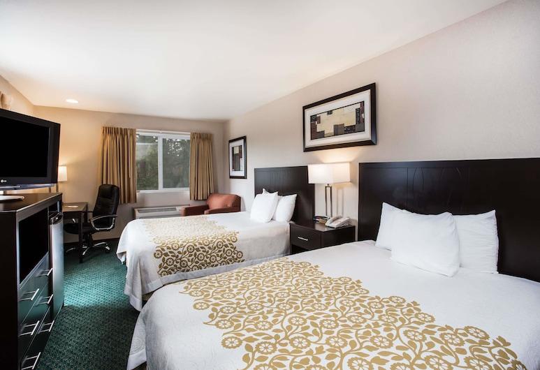 دايز إن باي ويندام سياتل أورورا, شورلاين, غرفة - سريران كبيران - للمدخنين, غرفة نزلاء