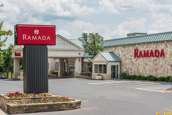 Image de Ramada Hotel & Conference Center by Wyndham State College à State College