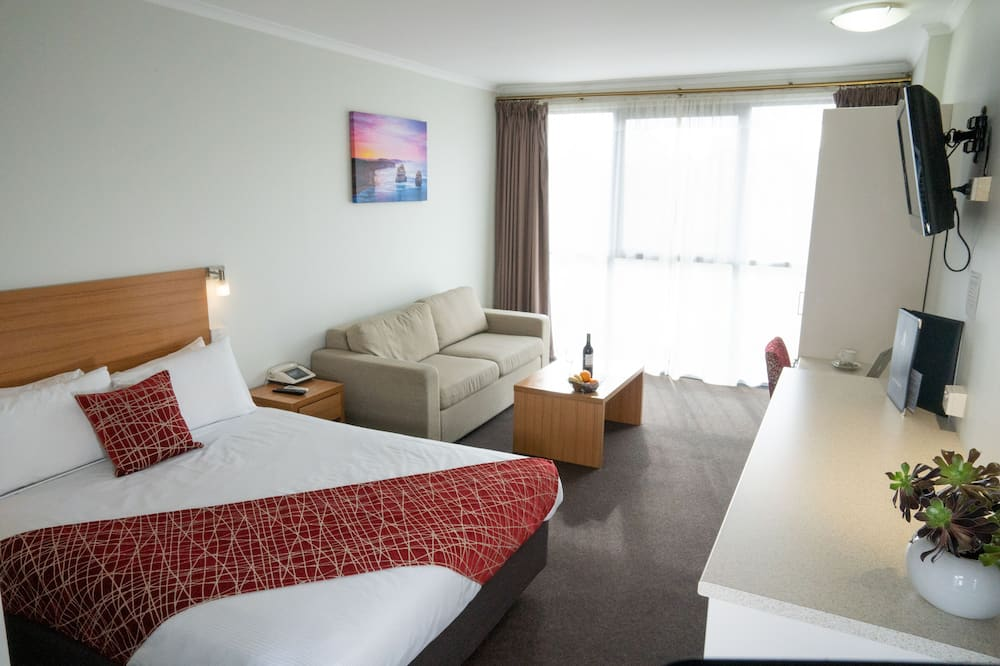 Superior Queen Room - Living Area