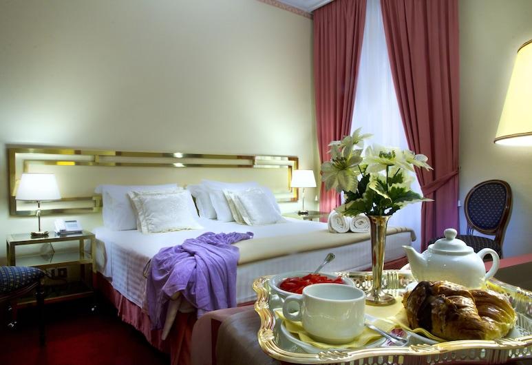 Hotel Mondial, Rome
