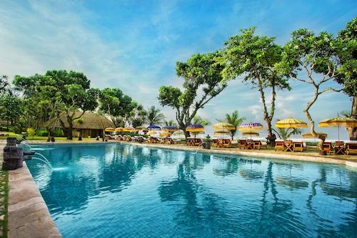 峇里島歐貝羅伊海灘渡假村/