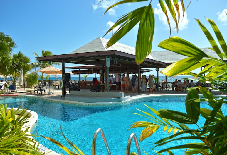 Barbados Beach Club Resort - All Inclusive, Maxwell, Basseiniäärne baar