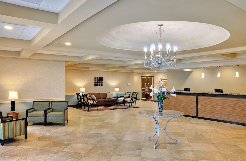 Radisson Hotel Freehold Lobby