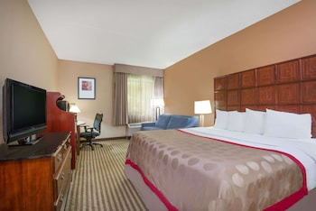 Picture of Ramada by Wyndham Columbus North in Columbus
