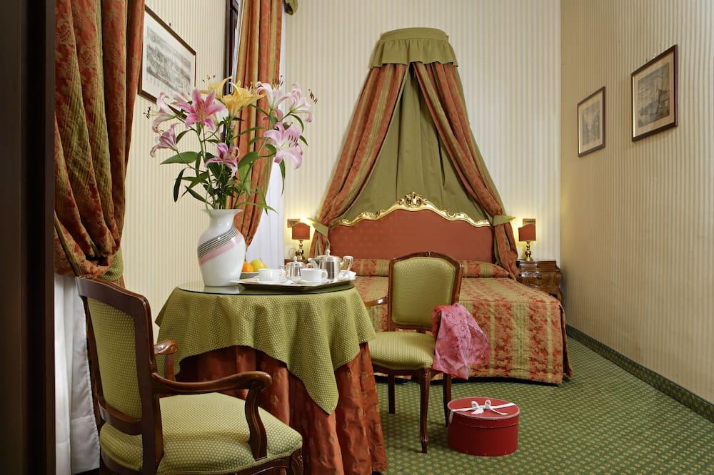 Chambre Supérieure Double ou avec lits jumeaux - Restauration dans la chambre