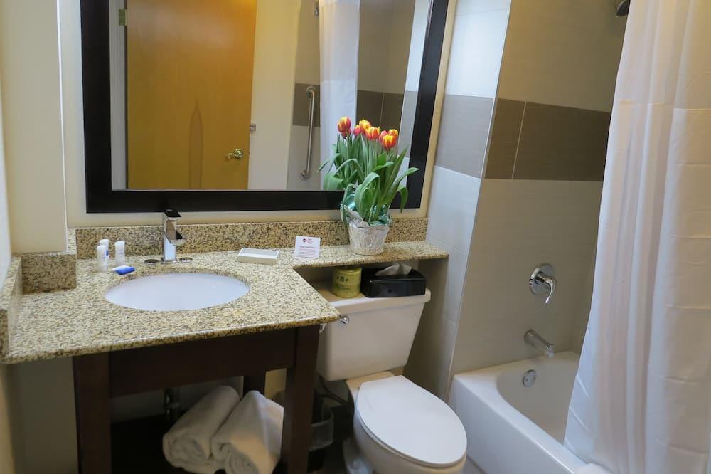 Habitación estándar, 2 camas de matrimonio, no fumadores, frigorífico y microondas - Cuarto de baño