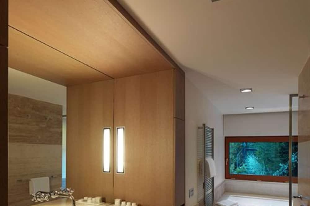 Īpaši liels luksusa numurs, divas guļamistabas, skats uz ezeru - Vannasistaba