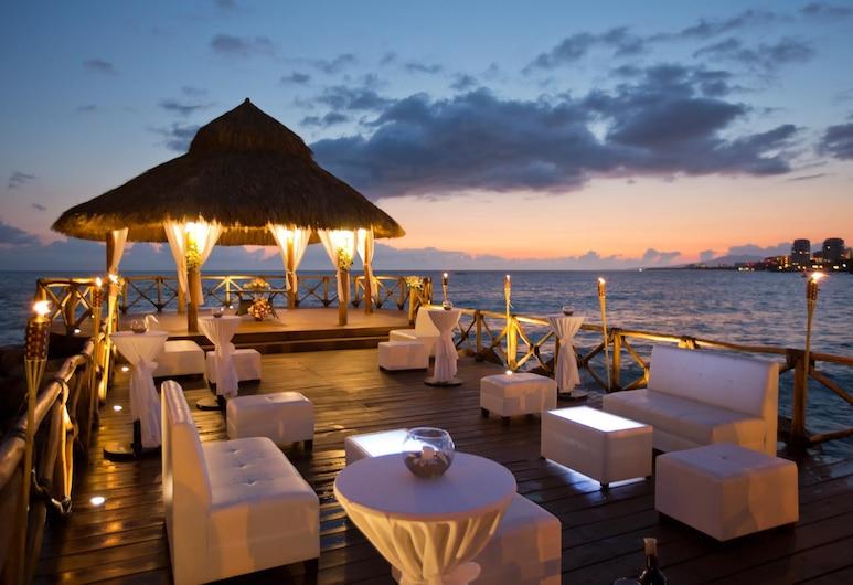 Crown Paradise Club Resort All Inclusive, פוארטו ויארטה, בר המלון