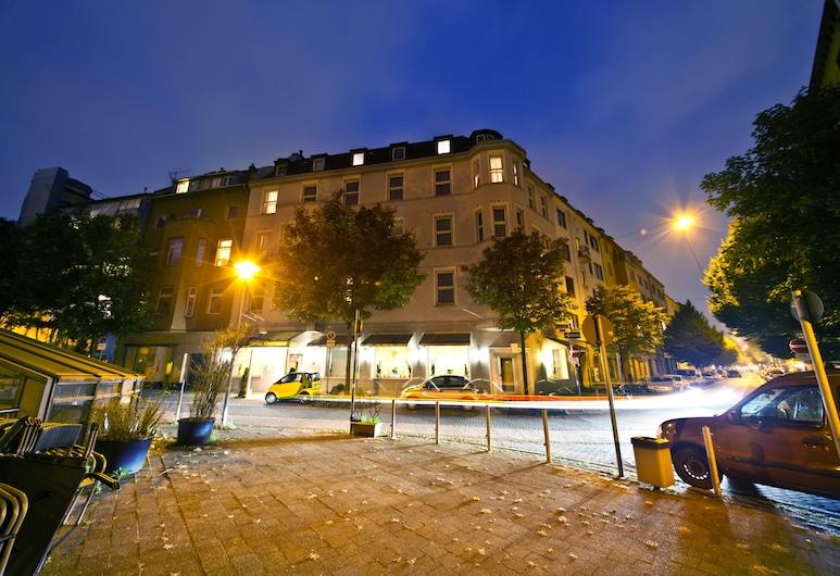Novum Hotel Maxim Düsseldorf City, Düsseldorf, Hotellin julkisivu illalla/yöllä