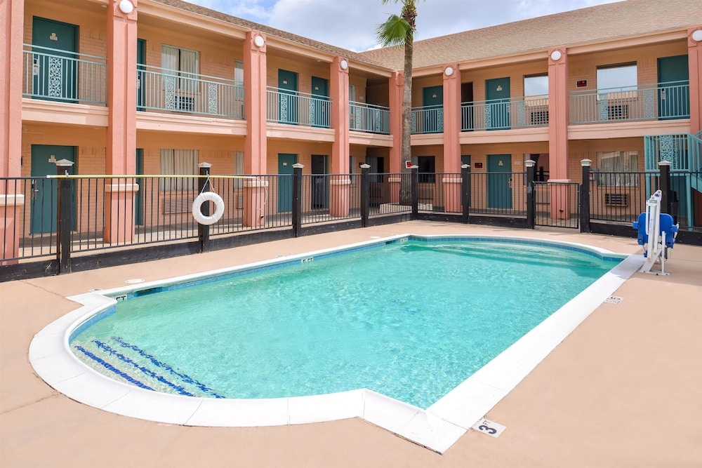 Americas Best Value Inn Clute Lake Jackson Pool