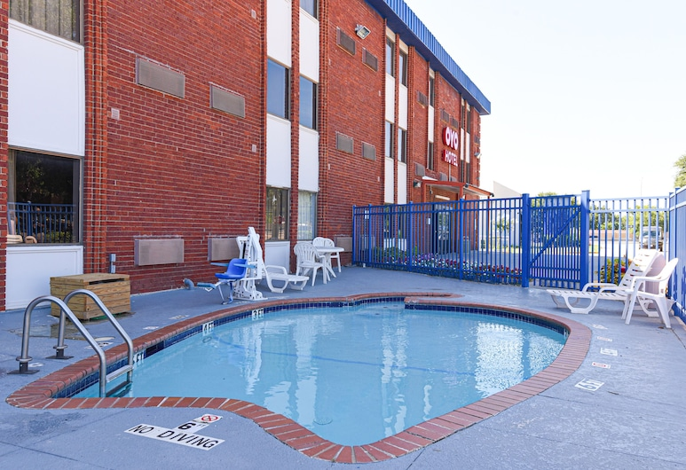 OYO Hotel Irving DFW Airport South, Irving, Outdoor Pool