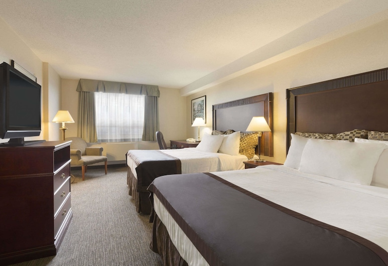 Travelodge by Wyndham Vancouver Airport, Richmond, Standard Room, 2 Queen Beds, Smoking, Guest Room