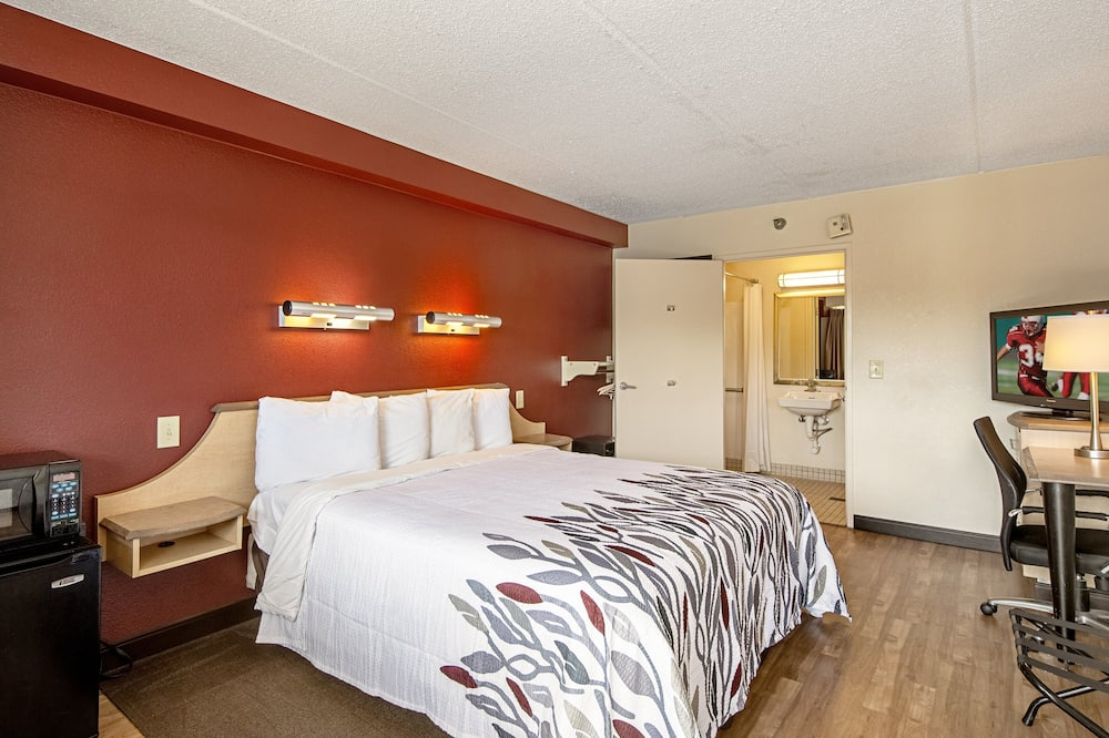 Deluxe Room, 1 King Bed, Accessible (Roll-in Shower, Smoke Free) - Guest Room