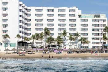 Foto van Oceano Palace Beach Hotel in Mazatlan