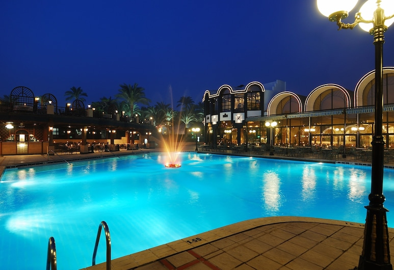 The Oasis Hotel Pyramids, กิซ่า