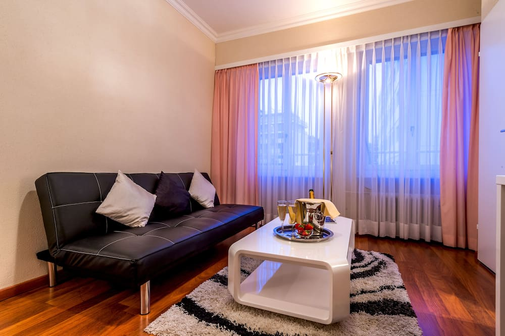 Superior Double Room, 1 Queen Bed - Living Area