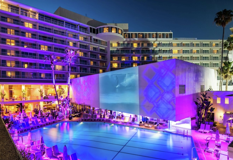 The Beverly Hilton, Beverly Hills, Piscina
