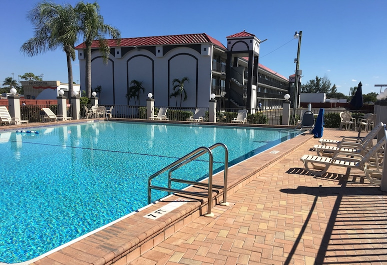 Days Inn by Wyndham Fort Myers, Fort Myers, Pool