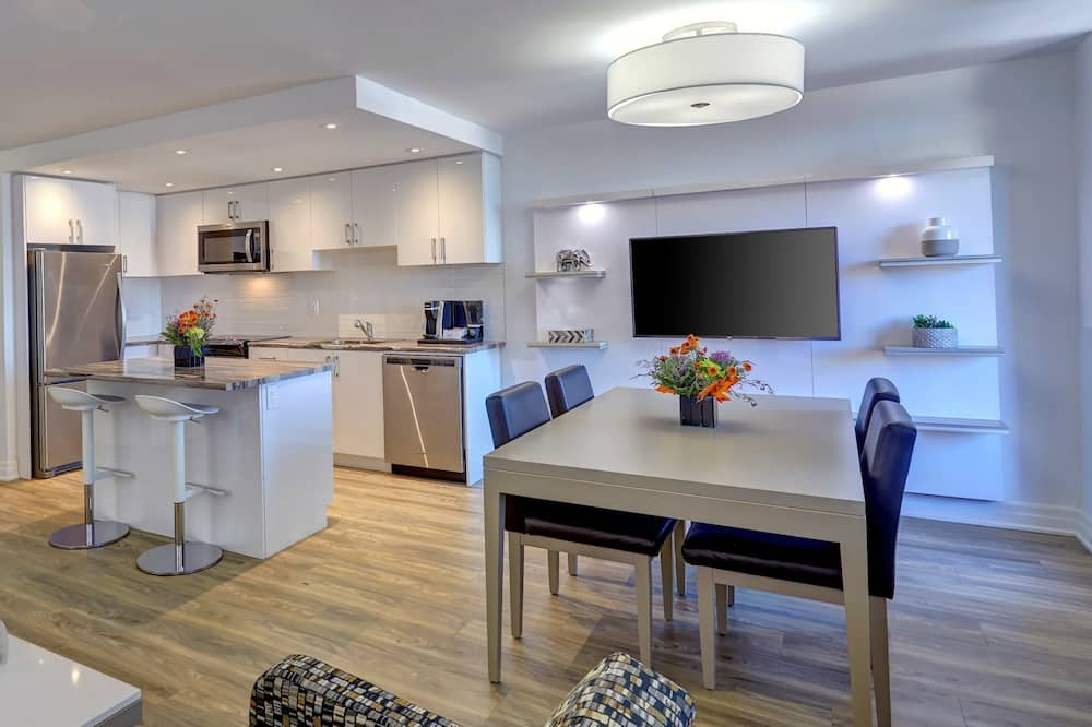 Luxury Suite, 2 Double Beds - Living Area