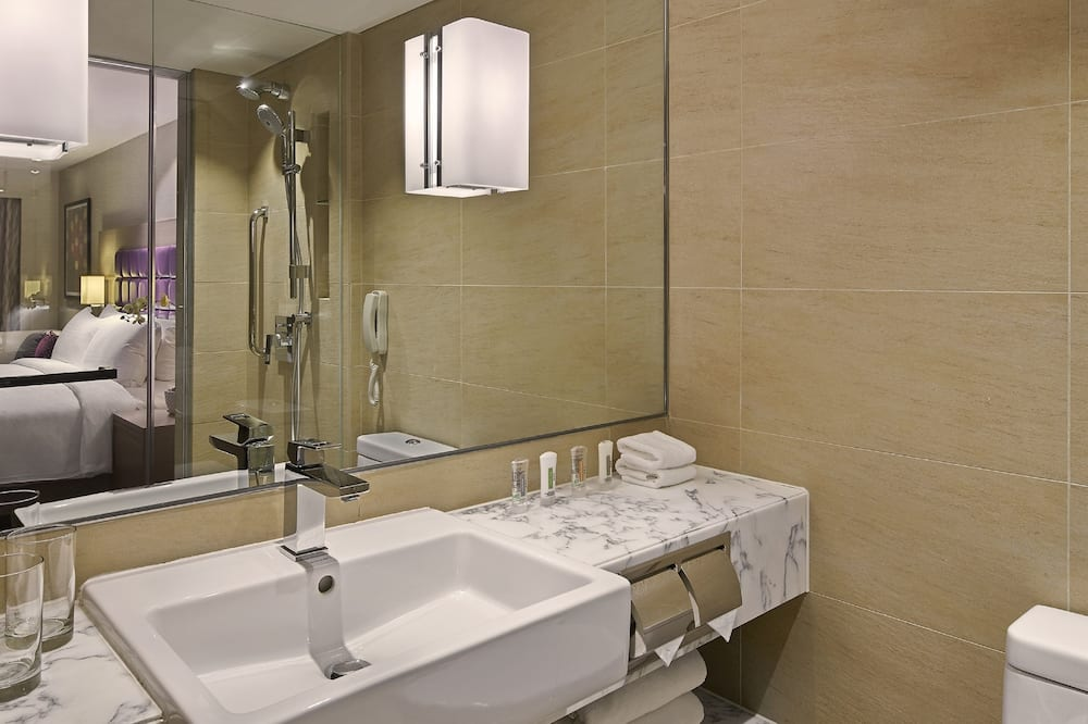 Club Room, 1 King Bed, Non Smoking (Executive) - Bathroom