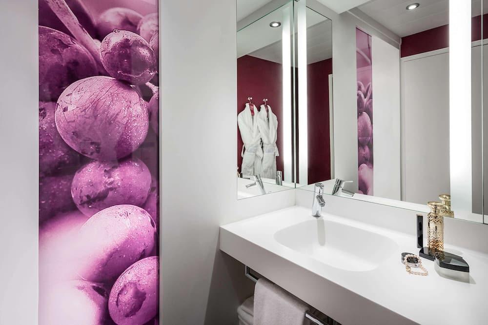 Standartinio tipo dvivietis kambarys, Kelios lovos - Vonios kambarys