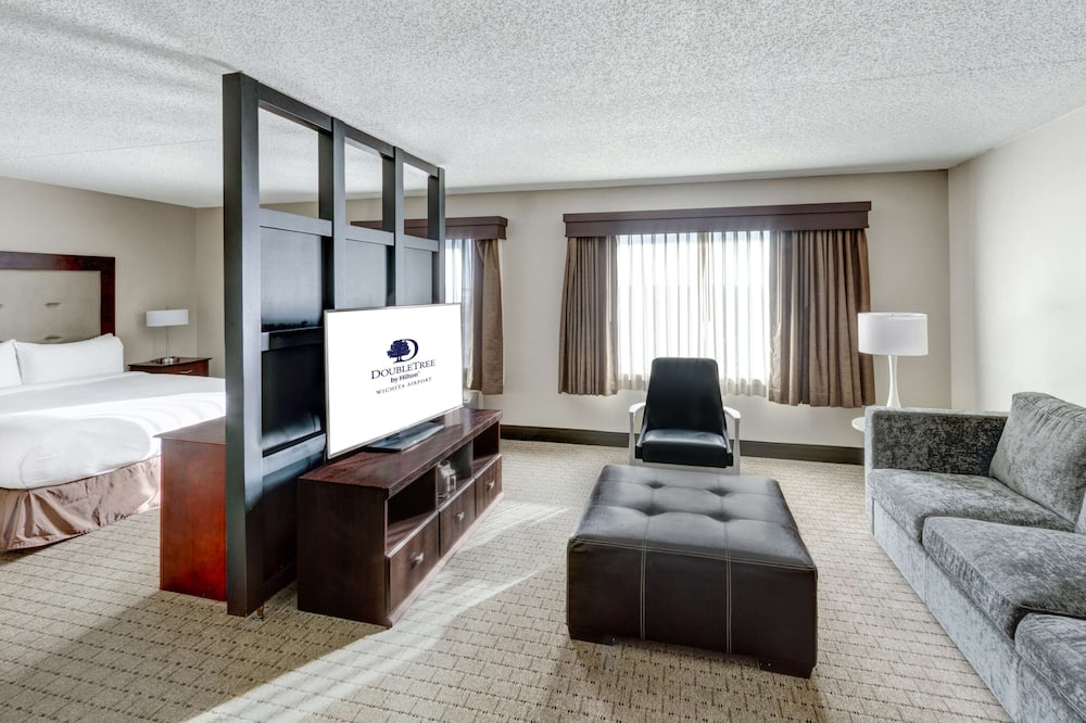Junior Suite, 1 King Bed - Living Area
