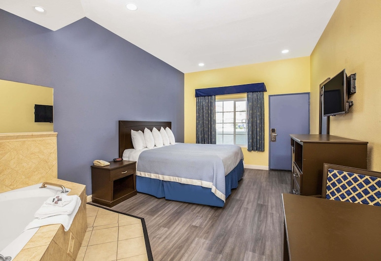 Days Inn by Wyndham Banning Casino/Outlet Mall, Banning, Suite, 1 King Bed, Jetted Tub