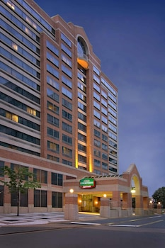 Ronald Reagan National Airport Dca Hotels With Parking Book At