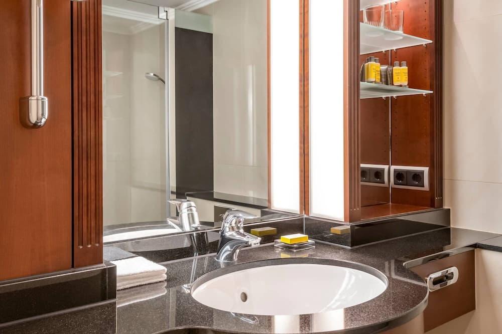 Junior Suite, 1 Bedroom, Non Smoking - Bathroom