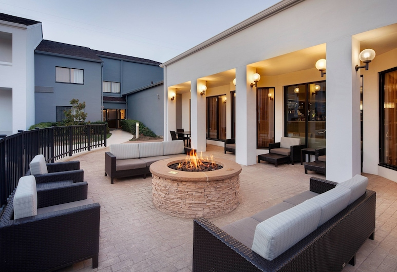 Courtyard by Marriott Addison Midway, Addison, Utvendig