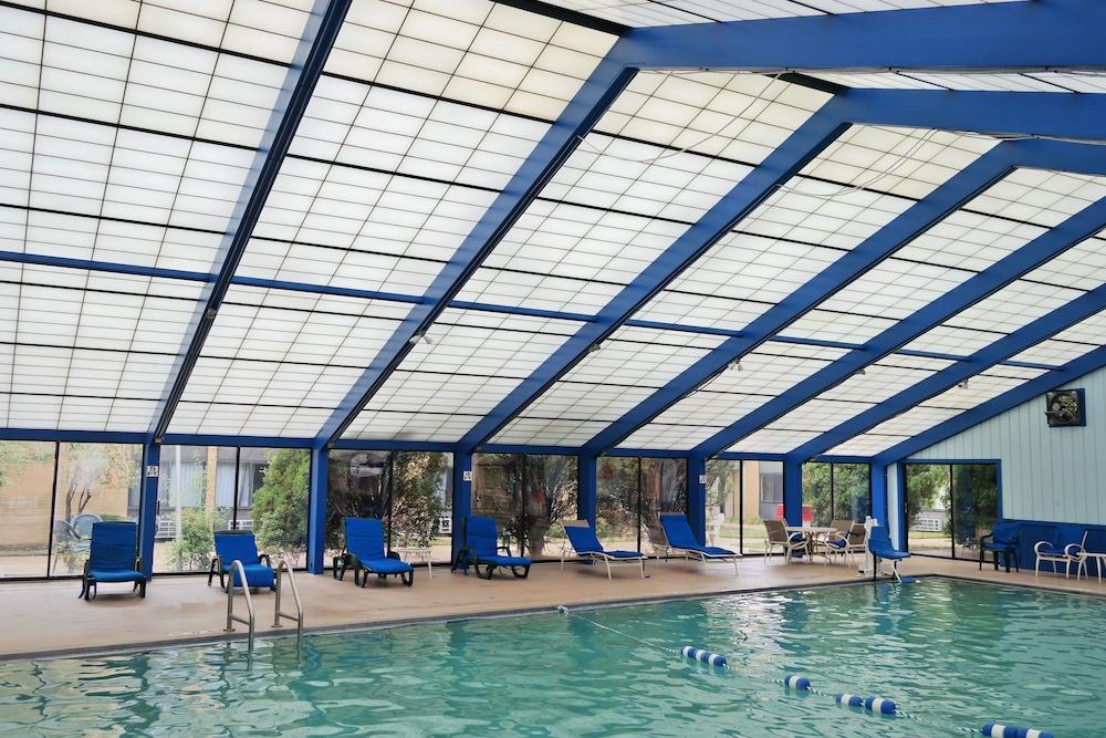Ramada By Wyndham Waukegan Great Lakes Indoor Pool