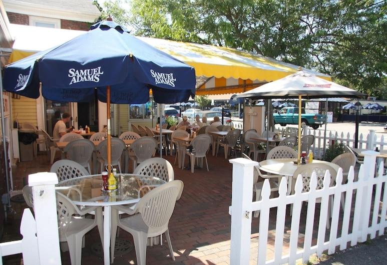 Cape Cod Inn, היאניס, ארוחה בחוץ