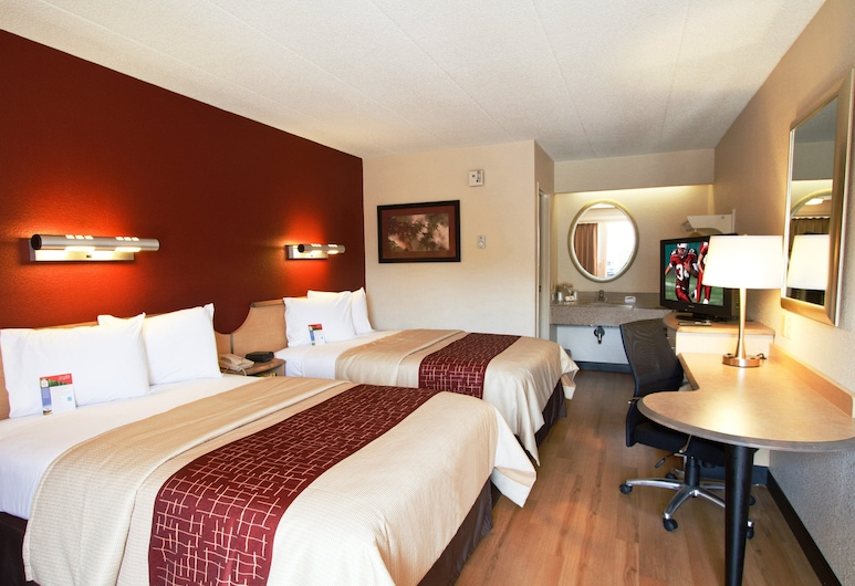 Red Roof Inn Allentown Airport, Allentown, Deluxe Room, 2 Double Beds (Smoke Free), Guest Room