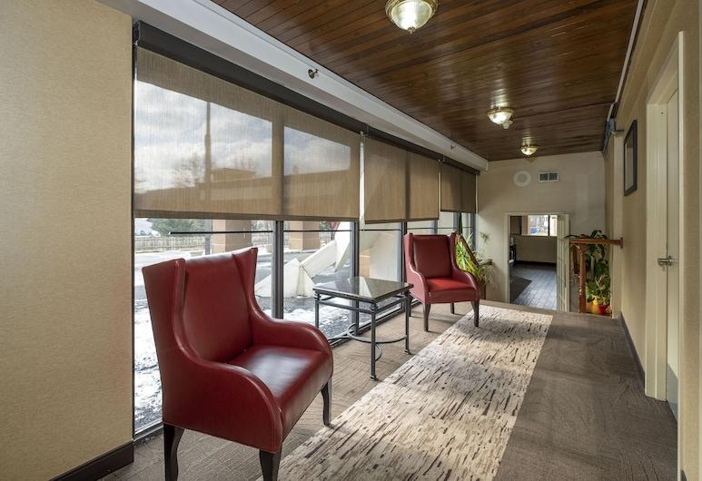 Red Roof Inn & Suites Newark - University, ניוארק, לובי