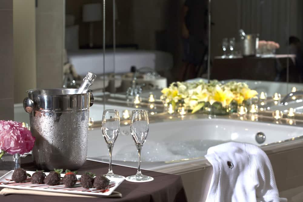 Zimmer, 1King-Bett, Whirlpool - Privater Whirlpool