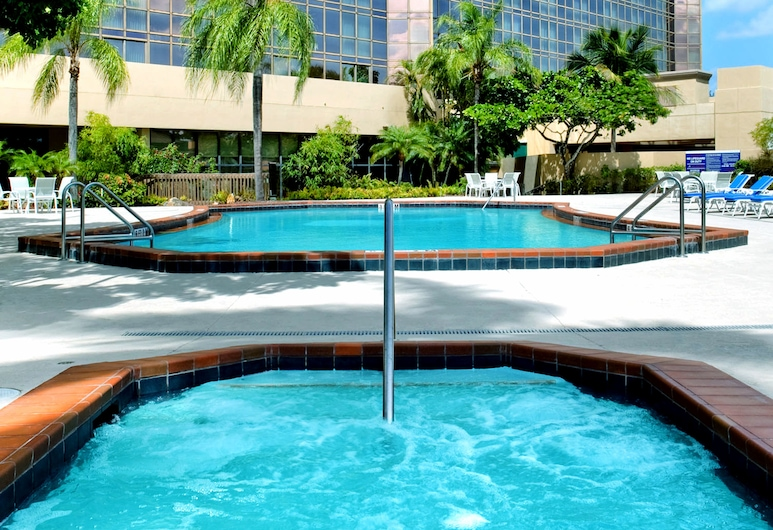 DoubleTree by Hilton Hotel Miami Airport & Convention Center, Miami, Kültéri medence