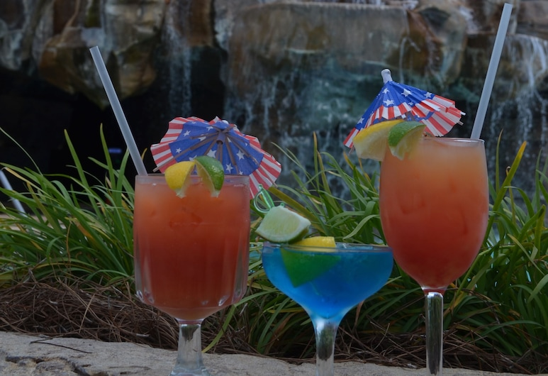 Days Inn by Wyndham Panama City Beach/Ocean Front, Panama City Beach, Bar a bordo piscina