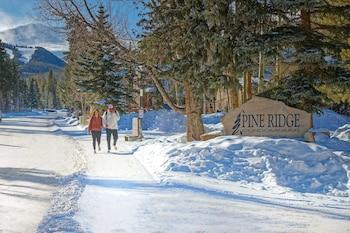 תמונה של Pine Ridge Condominiums בברקנרידג'