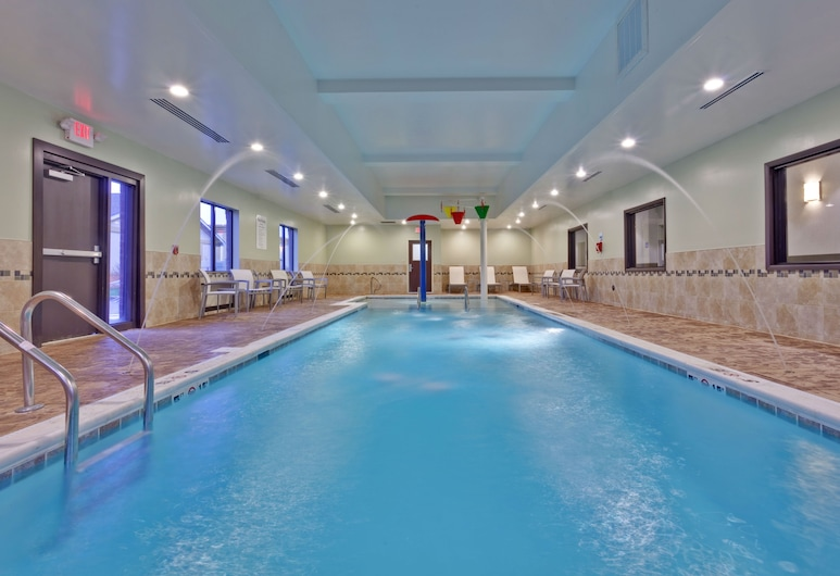 Holiday Inn Express Hotel & Suites New Philadelphia, New Philadelphia, Pool