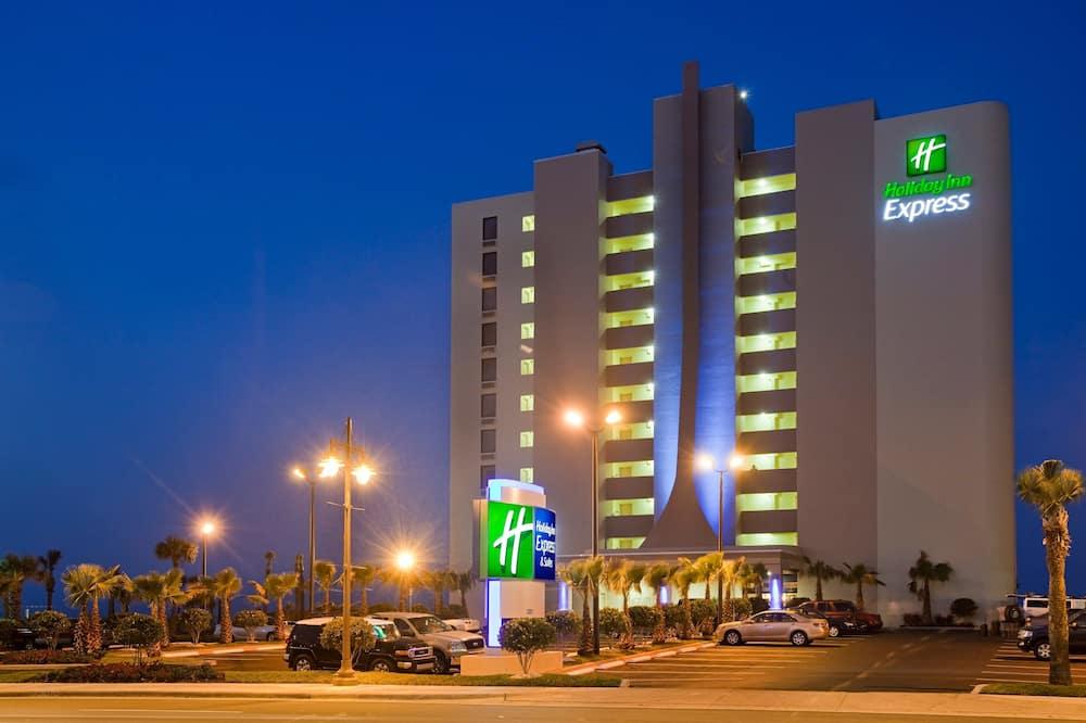 Holiday Inn Express & Suites Oceanfront, an IHG Hotel, Daytona Beach Shores