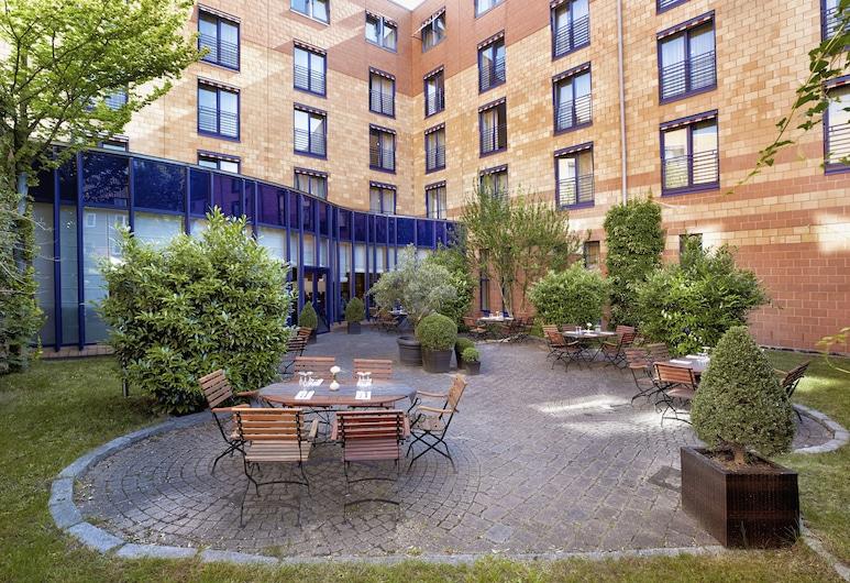 H4 Hotel Hamburg-Bergedorf, Hamburg, Terrace/Patio