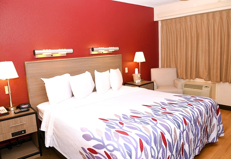 Red Roof Inn Richmond South, Richmond, Standard Room, 1 King Bed (Smoke Free), Guest Room