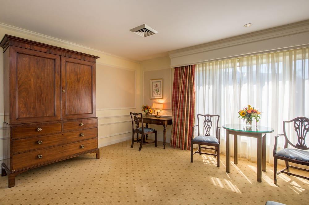 Habitación estándar, 1 cama King size, con vista al patio - Sala de estar