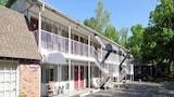 Choose This Cheap Hotel in Eureka Springs