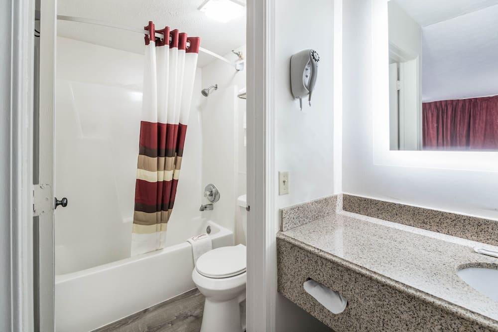 Superior szoba, 1 king (extra méretű) franciaágy, nemdohányzó (Refrigerator & Microwave) - Fürdőszoba